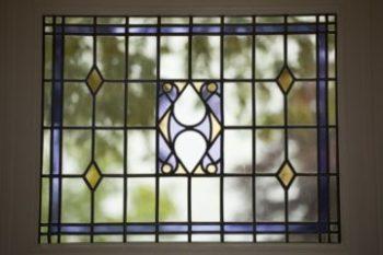 Traditioneel glas-in-lood bovenraam geplaatst door glaszetter Lelystad